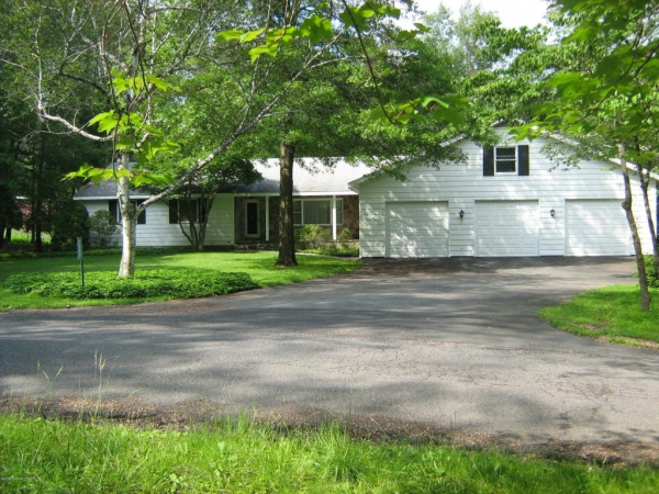 Large Ranch Home on 2.75 Acres!